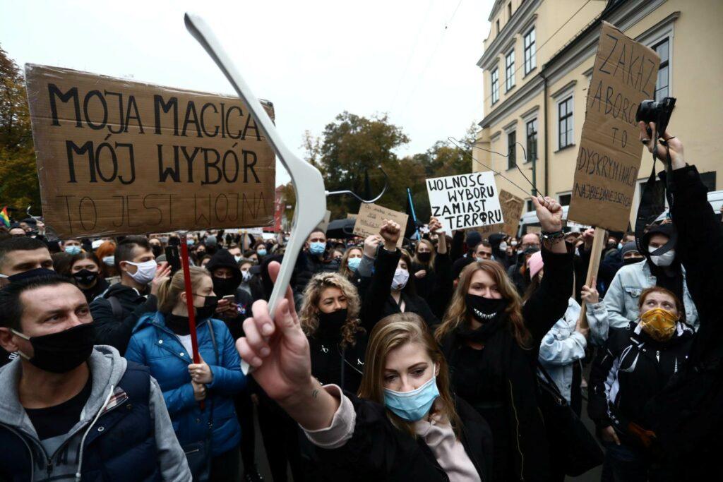 Grupe za prava žena planiraju nove proteste zbog zakona o pobačaju u Poljskoj