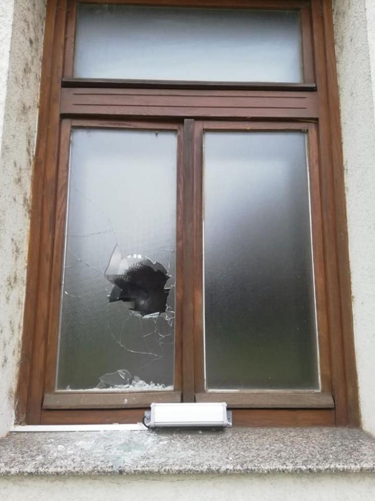 Gradonačelnik Mićić osudio razbijanje prozora na Atik džamiji