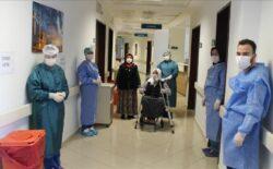 U Turskoj starica (110) pobijedila koronavirus, ispraćena je aplauzom