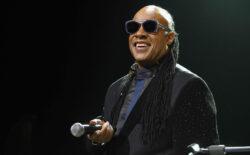 Stevie Wonder snimio dvije pjesme kojima poziva na ljubav i jedinstvo