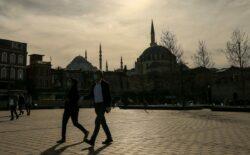 U Turskoj zabranjeno pušenje na javnim mjestima kako pušači ne bi skidali maske