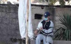 Potresna fotografija iz Trebinja, pacijent u dvorištu primao infuziju