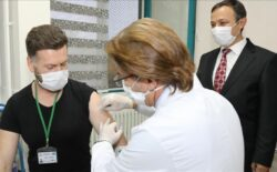 Turska: Volonter primio prvu testnu dozu anticovid vakcine ERUCOV-VAC